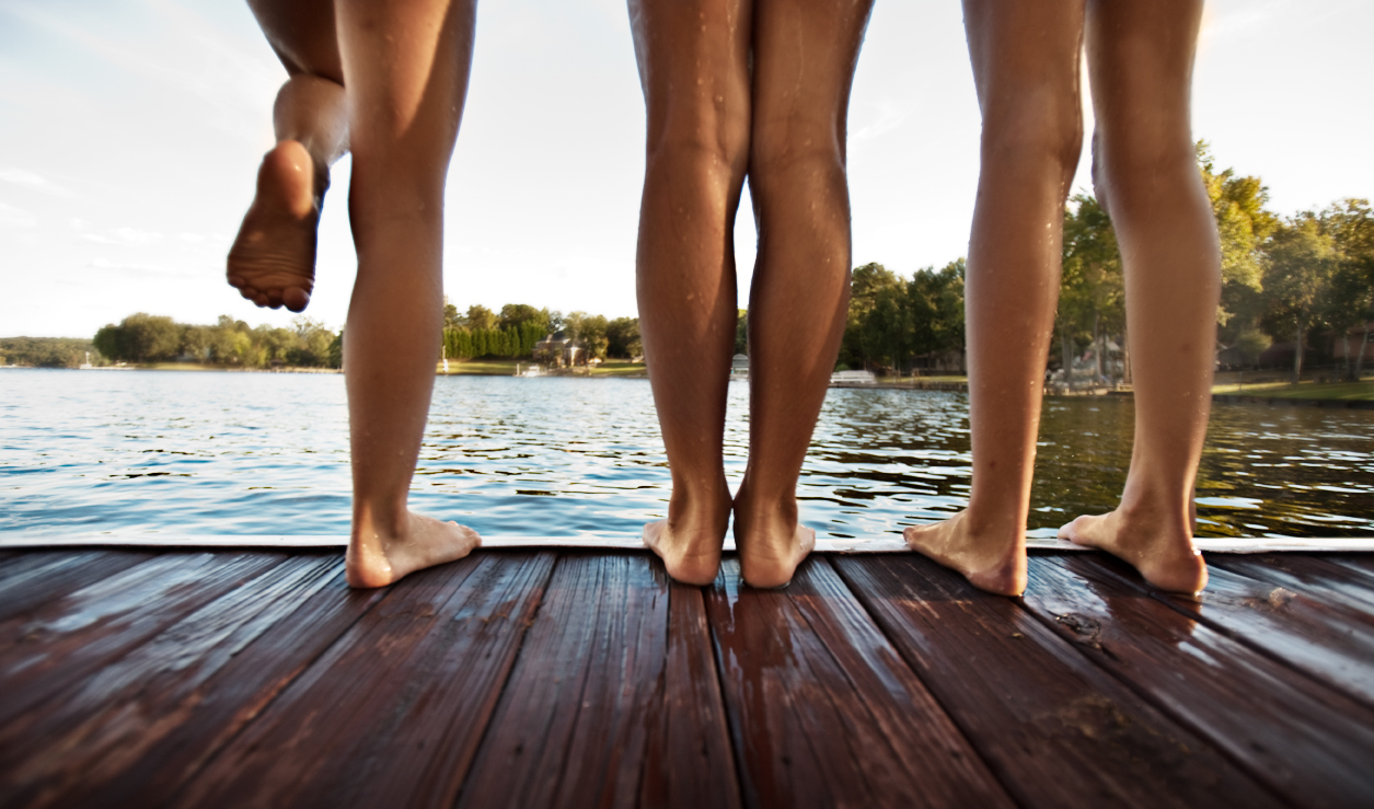 Girls-legs-dock-lake