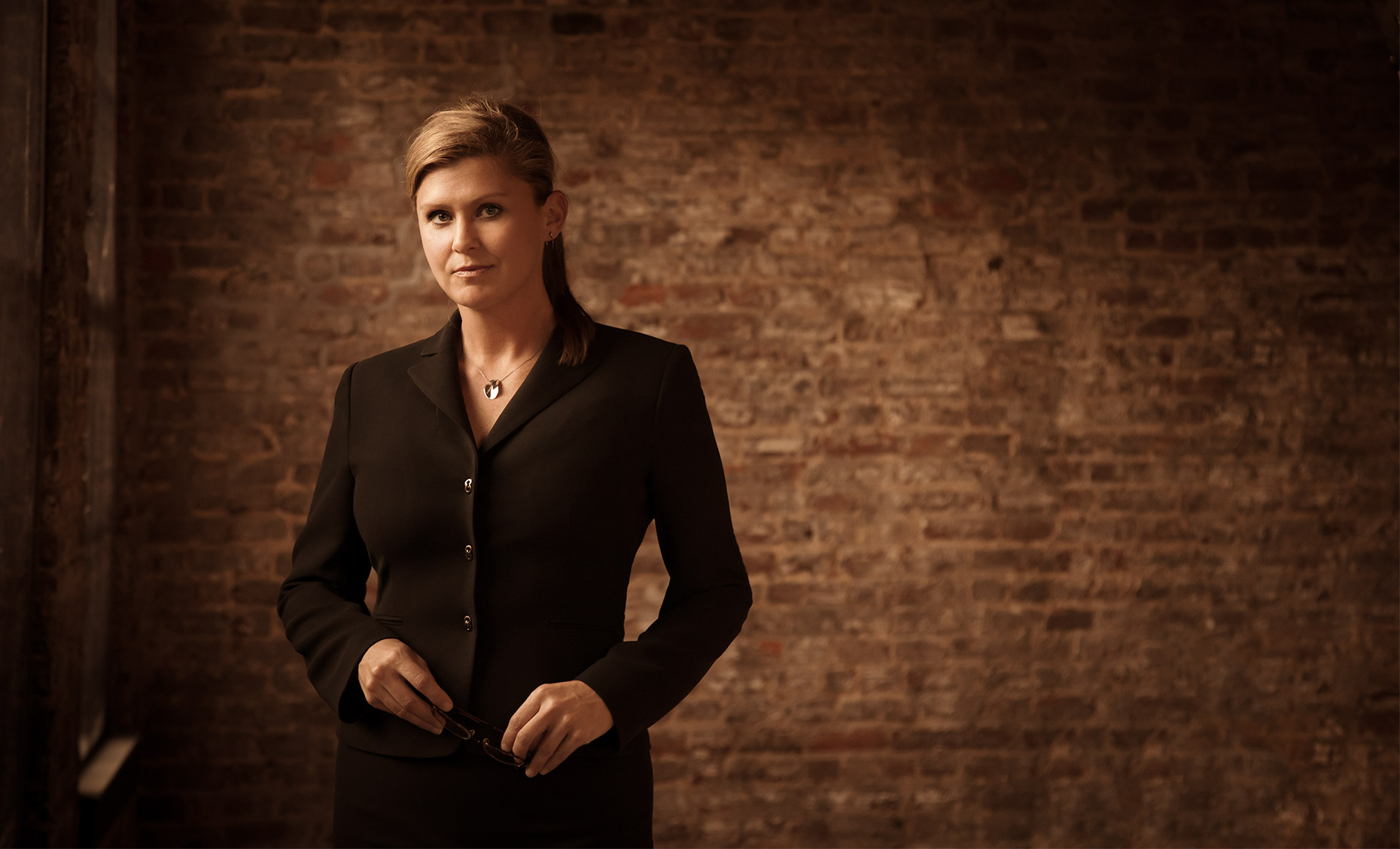 woman, executive, suit, brick, wall