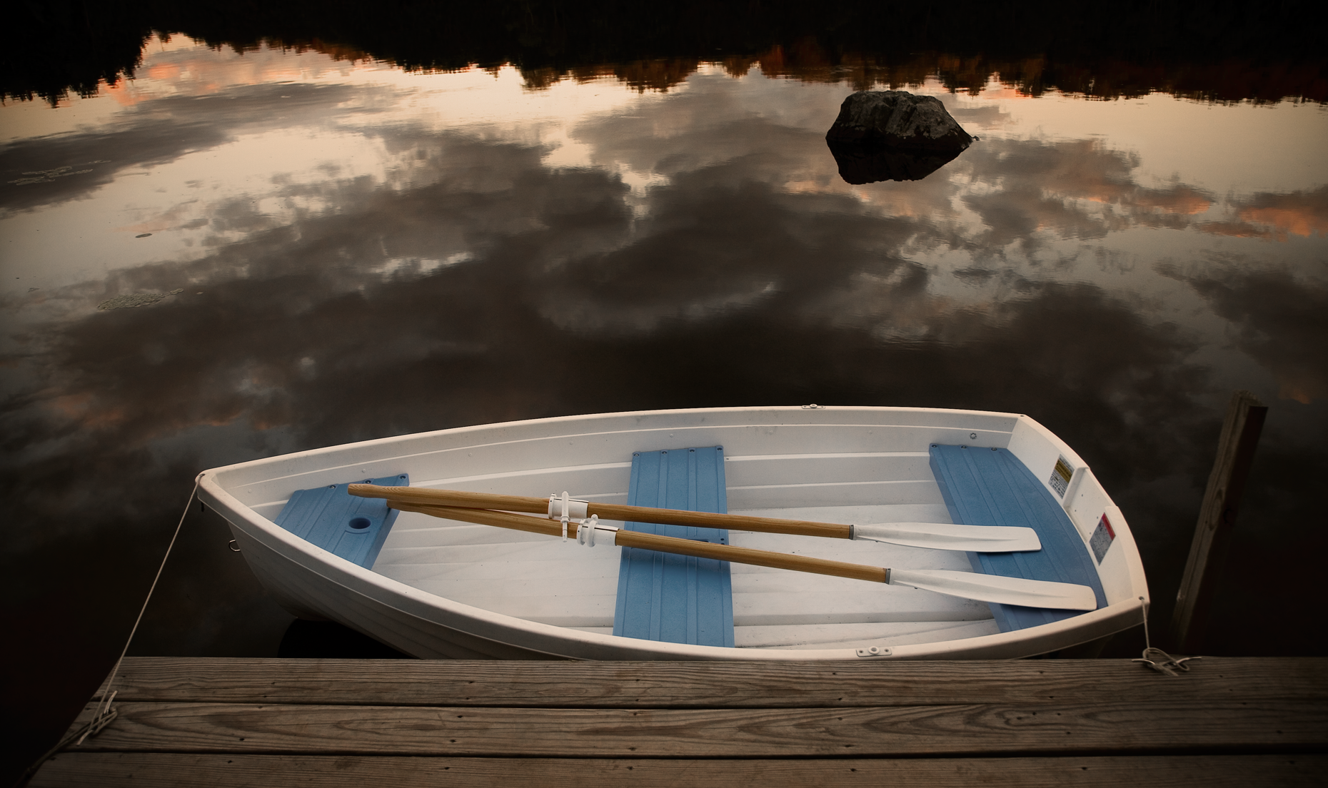 boat-reflection-lake